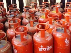Lpg Cylinders Cost 3 Rupees Without Subsidized Cylinders Up To Rs