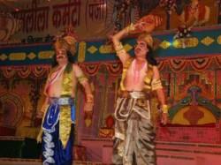 Ram Lakshman Stage Protest At Ramlila Varanasi Over Stinking Pond