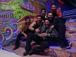 Ranveer Singh Rohit Shetty With Golmaal Stars On The Set Of Simmba