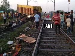 Trivandrum Rajdhani Train Hit A Truck Godhra 1 Died