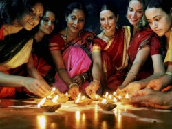 Diwali 2018 Wear These Colors Cloth During Puja Bring Home