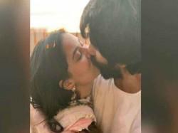 Shahid Mira Share Liplock Kiss Photo Trolls Say Diwali Hai