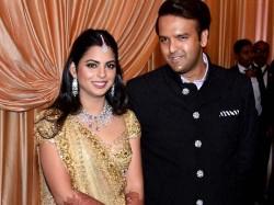Isha Ambani Anand Piramal First Wedding Reception Mukesh Ambani Mehbooba Mufti Zahir Khan