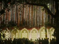 Mukesh Ambani S Home Antilia Decked Up Like Bride Ahead Isha Ambani Wedding See Pics