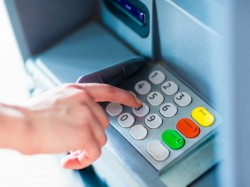 Woman Visits Same Atm 17 Days Catches Conman Who Duped Her