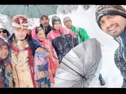 Groom Treks Over 6kms Heavy Snow Reach His Wedding Ceremony Uttarakhand