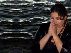 Prayagraj Kumbh Mela 2019 Smriti Irani Shared Pic Bath Sanga