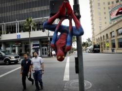 Man Quits Job At Bank Turns Up Spider Man Costume On Last Da