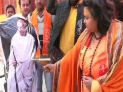 Hindu Mahasabh Leader Pooja Shakun Who Enacted The Assassination Of Mahatma Gandhi Arrested