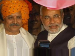Clash And Friendship Between Narendra Modi And Pravin Togadia