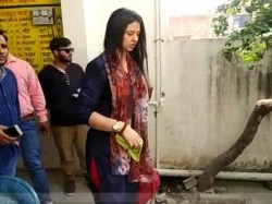 Mohammed Shami Wife Hasin Jahan Enter In Laws House In Amroha Along With Daughter