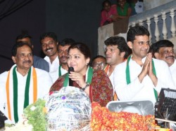 Actor And Congress Leader Kushboo Slaps Youth During Roadshow In Bengaluru