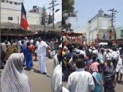 Aiadmk Leaders Form Human Chain To Force Voters To Stay At Cm Palaniswami Rally