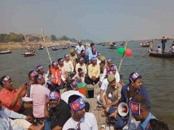 Dm Goes With 500 Boat Rides In Ganga For Encouraging Voters