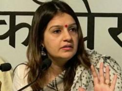 Priyanka Chaturvedi Mocks Smriti Iraani Sings A Song Kyunki Mantriji Bhi Kabhi Graduate Thi