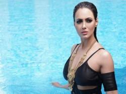 Bigg Boss Fame Sana Khan Belly Dance Video Viral Watch Here