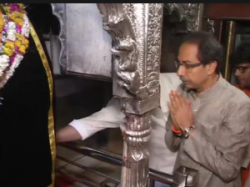 Pics Shiv Sena Chief Udhav Thackeray Offers Prayers At Kaal Bhairav Temple In Varanasi