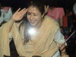 Loksabha Elections 2019 Omg Urmila Matondkar Auto Drived During Campaign See Pics