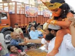 Muslim Man Seen Distributing Prasad With Bal Hanuman On His Shoulder