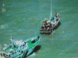Indian Coast Guard Apprehended A Pakistani Fishing Boat Indian Waters