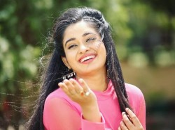 Bhojpuri Actress Ritu Singh Held Hostage At Gun Point