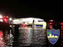 Boeing 737 From Guantanamo Bay Goes Off Runway Into River In Jacksonville