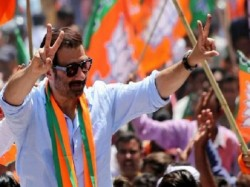Congress Leader Welcomed Bjp Candidate Sunny Deol In Gurdaspur