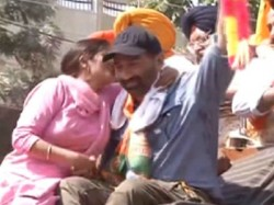 Women Kissed Sunny Deol During Road Show In Punajb See Pictures