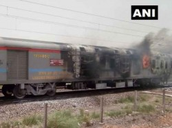 Fire Break Out In Anand Vihar Express Passengers Are Safe