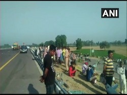 Unnao Bus Rammed Into A Tractor Trolley On Lucknow Agra Expressway Several Dead