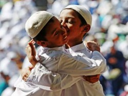 Darul Uloom S Fatwa Embracing During Eid Festivities Is Not Good In The Eye Of Islam