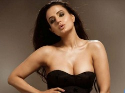 Ameesha Patel Set Fire On Internet By Her Hot Pics