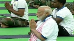 Pm Modi Performs Yoga At Prabhat Tara Ground In Ranchi With 35000 People