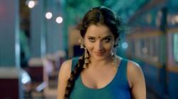 I Am Not That Much Beautiful Says Bhojpuri Actress Monalisa