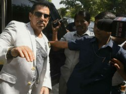 Cbi Special Court Allowed Robert Vadra To Go Abroad For Treatment