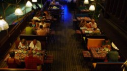 Dubai Restaurant Owner Give Free Food To Unemployed People