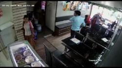 Six Women Enter In The Shop Stole Money In 1 Minute