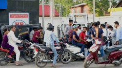 Total Chaos In Kashmir Valley Panicked People Can Be Seen From Petrol Pump Outside Atms