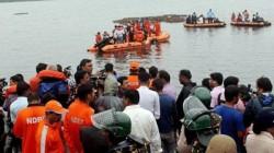 Andhra Pradesh 12 Dead As Tourist Boat Capsizes In Godavari River