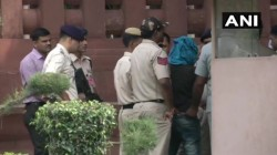 Delhi A Person Has Been Detained While He Was Trying To Enter With Knife