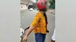 Delhi Girl Threatens Traffic Police Over Challan