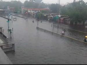 અમદાવાદના રસ્તા બન્યા નદીઓ, વરસાદે કર્યું ત્રાહિમામ!