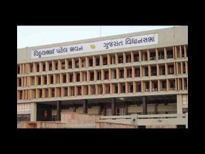 કોંગી ધારાસભ્યોએ ગુજરાત વિધાનસભાની ગરિમાને લજવી