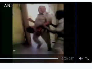 જુઓ વીડિયો: ડયુટી દરમિયાન જેલરનો નશીલો ડાન્સ, થયા સસ્પેન્ડ