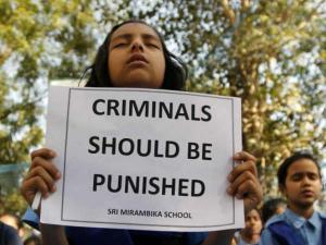 12 વર્ષથી નાની ઉંમરની બાળકી પર બળાત્કાર કરનારને મળશે મોત