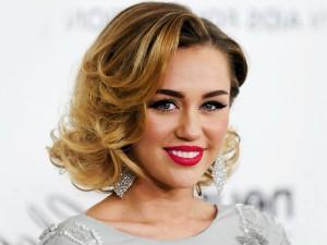 Miley Cyrus Performs Lakshmi Puja At Home On Super Bowl