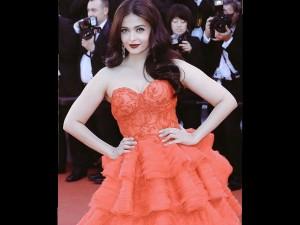 Photos Aishwarya Rai Bachchan Walks The Red Carpet Cannes