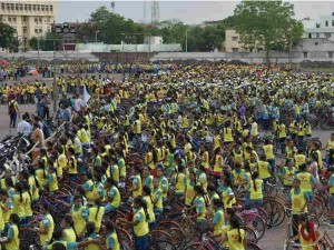 Rajkot Girl Students Bethi Bachao Beti Padhao Cycle Rally