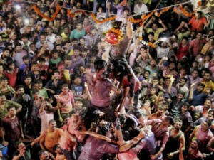 Mumbai Two Dead 197 Injured Dahi Handi